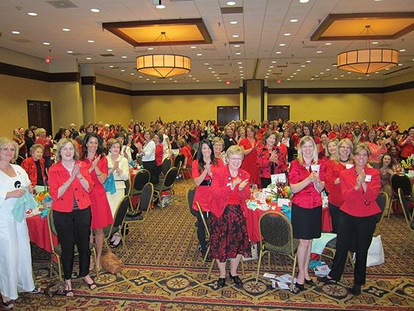 Motivational Speaker Linda Larsen with a Women's Association