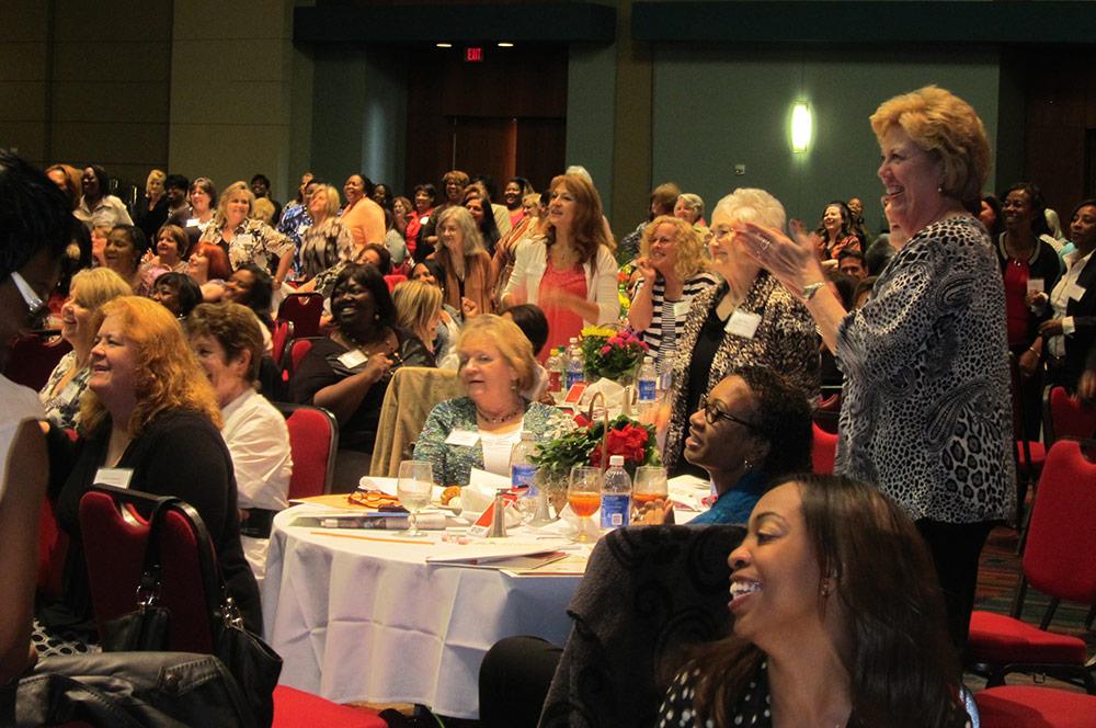 Motivational Speaker Linda Larsen Room Applauds Large